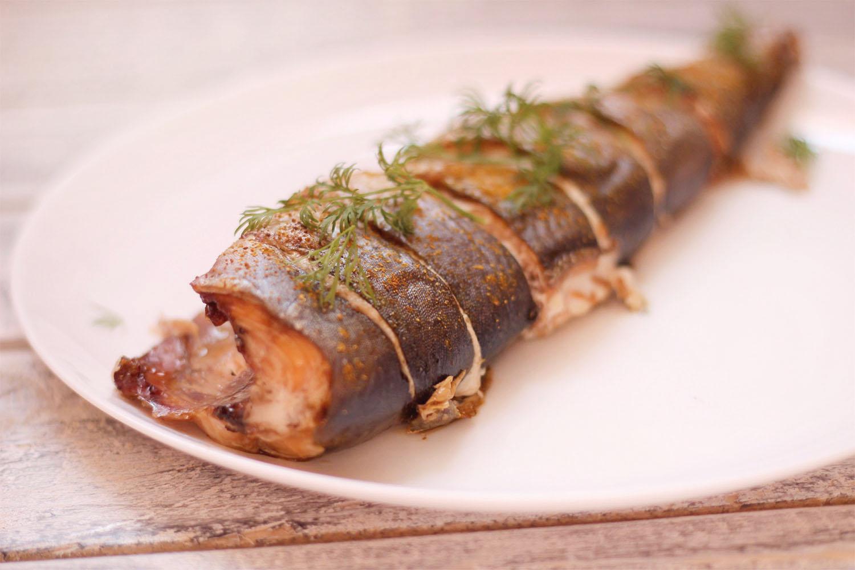 Рыба получается невероятно нежной, сочной и очень вкусной.
